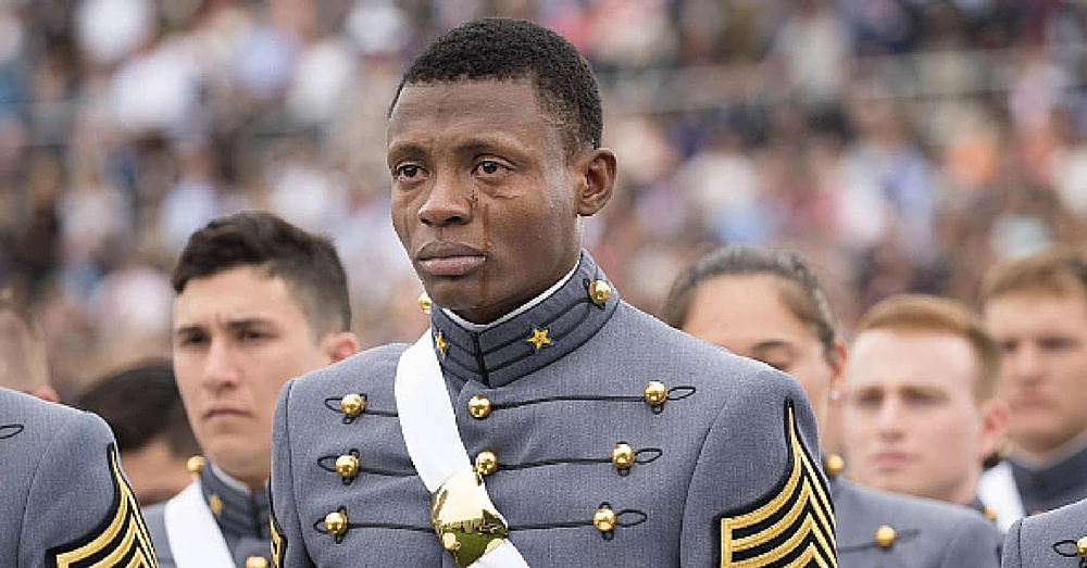 Soldier Seen Crying At West Point Graduation. When I Heard Reason Why, I Was Crying Too