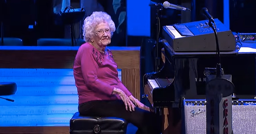 98-Yr-Old Steals Country Star's Stage, But What She Does Next Has Audience On Their Feet
