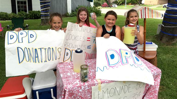 Lauren Roach, Landry Nelon and Emmy and Lily Roberts at their lemonade stand. Tracey Roach