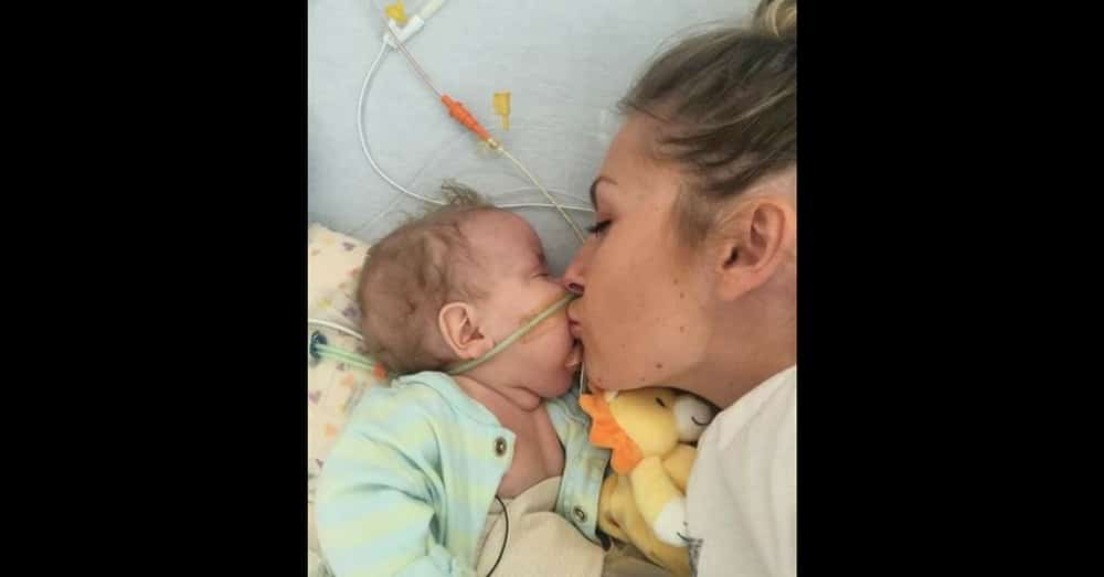 Mom Heartbroken After Losing Baby, But What She Does Next Is Devastatingly Touching
