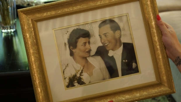 """Wolfram and Anita Gottschalk were married 62 years ago. Their granddaughter says they are a """"pillar of strength"""" to their family (Jacy Schindel/CBC)"""