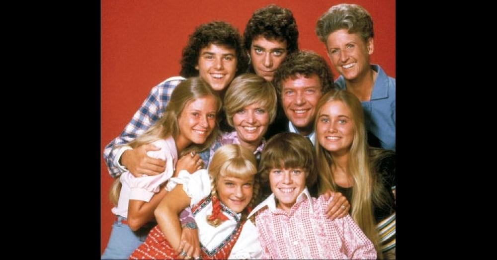 Beloved 'Brady Bunch' Star Dies On Thanksgiving