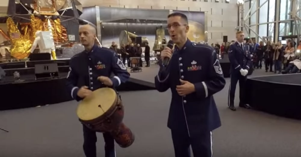 2 Airmen Start Singing In Middle Of Smithsonian. What Happens Next Leaves Visitors In Awe