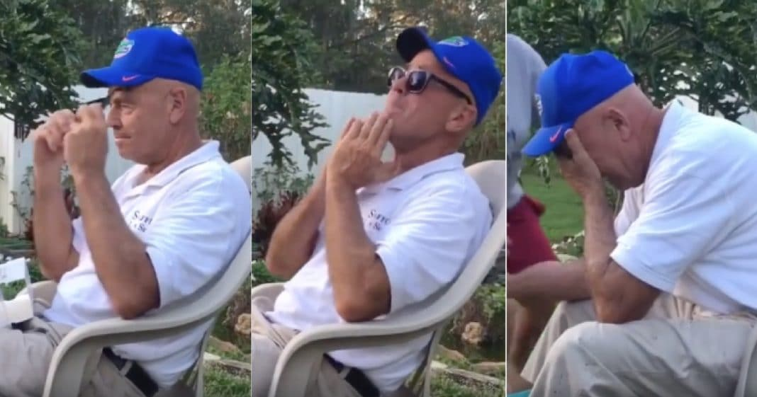 G'pa Has Never Seen Colors Before. When He Puts On Glasses His Reaction Had Me In Tears