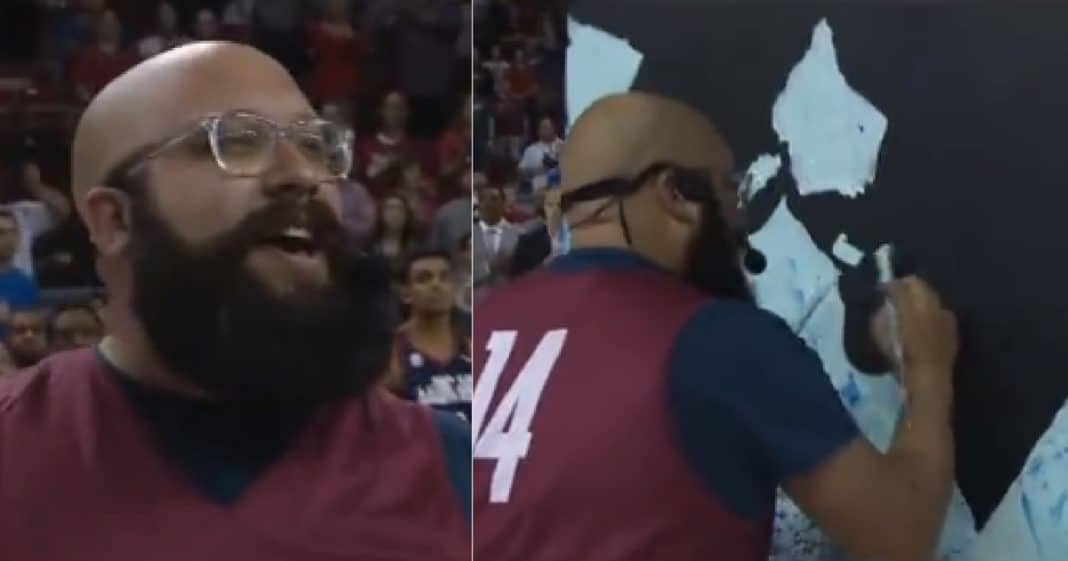 He Paints While Singing National Anthem. When He Flips Canvas Audience Erupts In Cheers