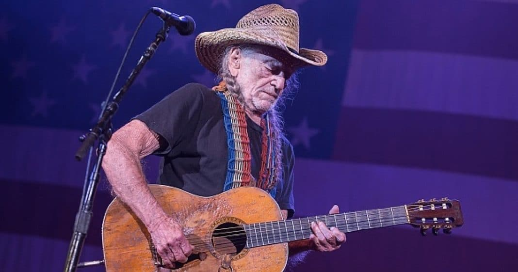 Willie Nelson Abruptly Cancels Show And Is Rushed To Hospital