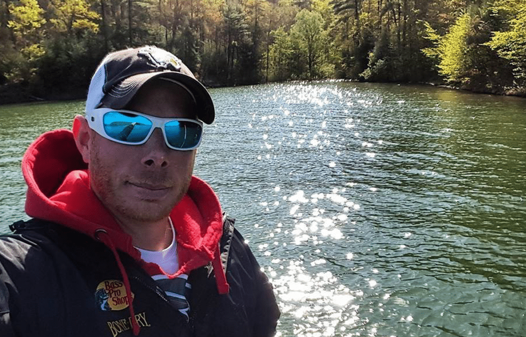 Fisherman Spots Strange 'Log' In Water, Looks Closer And Realizes He Needs To Act Fast