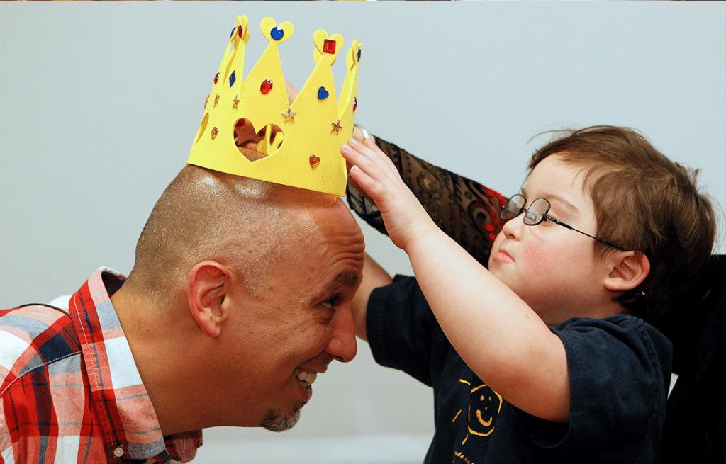 Milo places a crown on Michael.