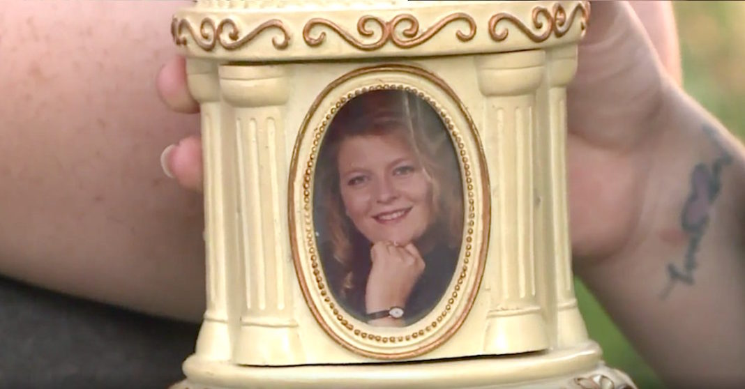 Woman Buys Snowglobe For $2 At Goodwill, Only To Find A Mother's Ashes Inside