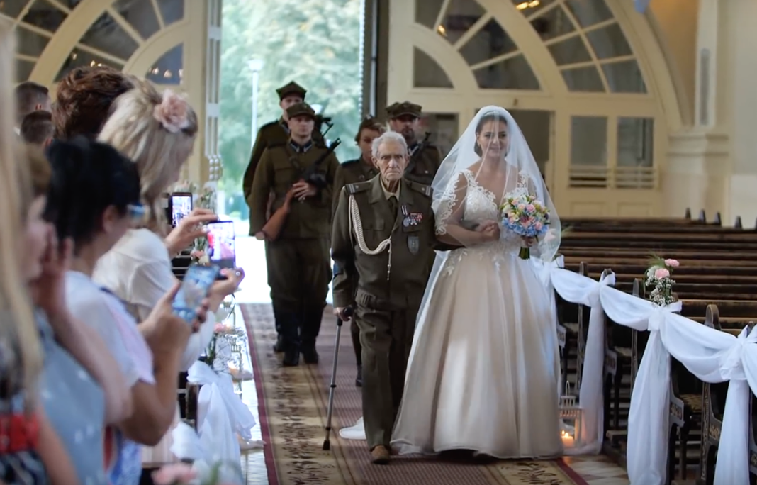94-Year-Old World War II Hero Gives Granddaughter Away At Her Wedding, Passes Away 2 Days Later