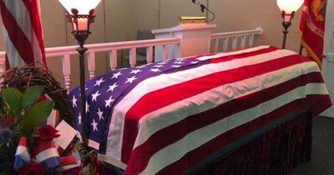 Veteran Passes Away With No Family To Claim His Body, So Hundreds Of Strangers Attend Funeral