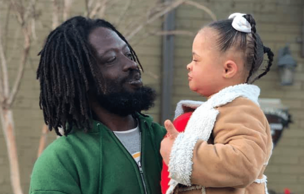 Homeless man picks up a young girl with Down syndrome – her reaction sent chills down my spine