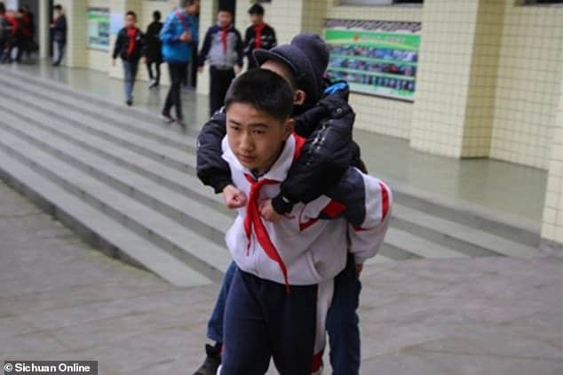 Zhang Ze gets a piggyback ride from Xu Bingyang