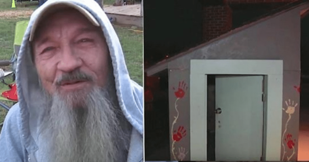 Kids meet a struggling Navy veteran sleeping in freezing cold, he doesn't know they'll change his life forever