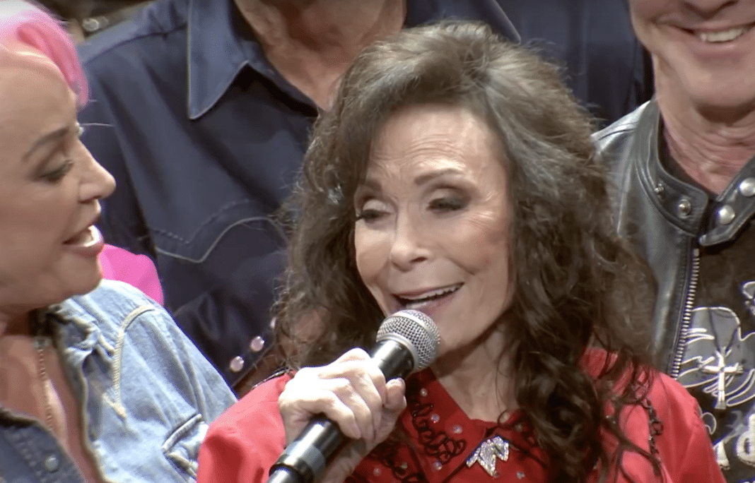 87-year-old country music legend Loretta Lynn addresses rumors of her failing health
